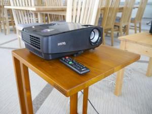 プロジェクタ(VGA、HDMI各1台/変換機貸出有)